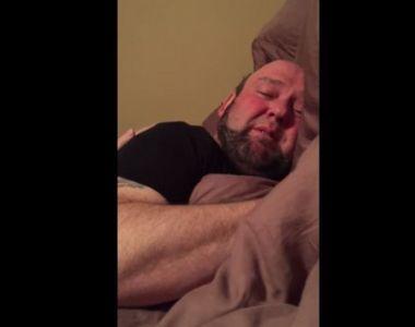 Ce a descoperit o femeie, in pat, langa sotul sau adormit. Imaginile au devenit virale