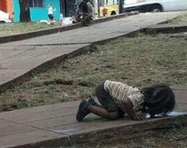 Copiii saraci din Argentina, obligati sa bea apa din balti, de pe strada. Imaginile...