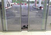 Imagini tulburatoare, in Basarabia. O batrana s-a descaltat inainte de a intra in supermarket de teama de a nu face mizerie