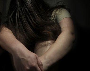 Fetita de 10 ani, abuzata sexual la cinematograf, sub ochii mamei sale! Camerele de...