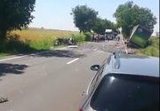 O masina a fost efectiv spulberata de un TIR bulgaresc, in comuna Amzacea din Constanta. Soferul a murit pe loc