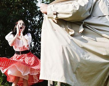 Un pedofil umbla cu pantalonii in vine in Centrul Vechi din Bistrita si ademeneste...