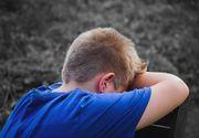 Ingrozitor! Doi parinti  si-au abuzat baietelul de 11 ani si l-au fortat sa ii priveasca in timp ce intretineau relatii sexuale. Motivul este HALUCINANT