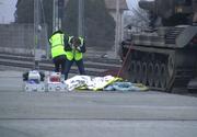 Imagini dramatice din Staţia CFR Alba Iulia, acolo unde un militar a murit electrocutat! Corpul lui Alex zace inert pe peron, în timp ce colegii săi plâng în hohote!