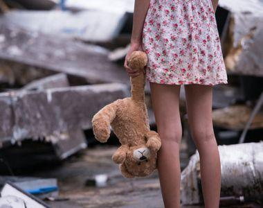 O fetiţă de 7 ani a fost violată de un bărbat de 54 de ani, în baia unei săli de dans....