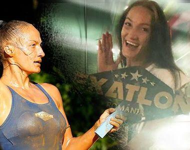 """Beatrice """"defilează"""" cu trofeul EXATLON la Santo Domingo! Trofeul are 23 kilograme şi e..."""