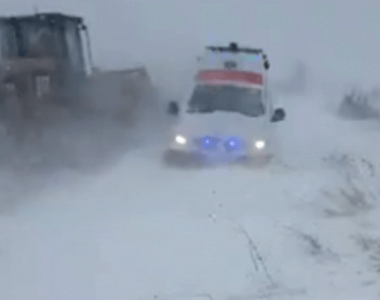 Olt. O ambulanţă care se deplasa la un pacient care avea nevoie de dializă a rămas...