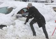 Ninsorile au făcut primele pagube. Mai multe mașini au rămas blocate în zăpadă. Cum se circulă pe principalele drumuri din țară