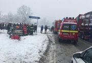 Un mort şi un rănit grav după ce un TIR cu lemne şi un autoturism s-au ciocnit, în judeţul Vâlcea