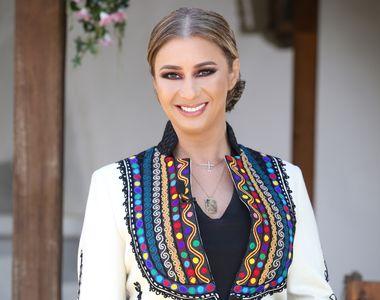 Ana Maria Prodan, mamă de gemeni la 45 de ani. Impresara radiază de bucurie când se...