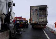 Drum naţional din Mehedinţi, blocat după un accident între două TIR -uri