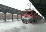Românii care au mersi cu trenul au îndurat întârzieri MAJORE! Din cauza vremii rele au stat blocați  ore în șir
