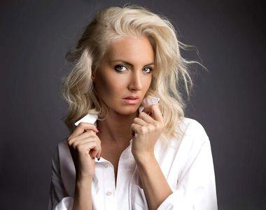 Doliu în muzica românească. O blondă celebră a murit, după ce a căzut cu mașina în Dunăre