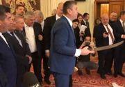 Deputat cu armă albă în Parlament. Reacția lui Liviu Dragnea