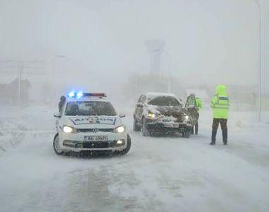 A nins și așa se desfășoara traficul rutier în România! Sunt copaci rupți pe Valea...
