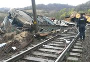 Tren deraiat în județul Hunedoara! Două vagoane cu zeci de pasageri au sărit de pe șine. A fost activat planul roșu de intervenție