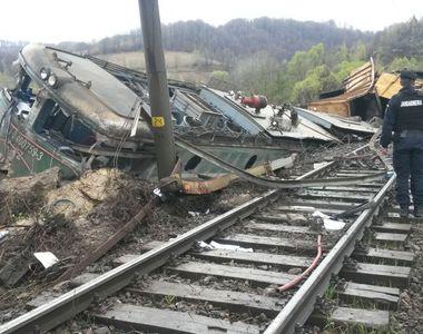 Tren deraiat în județul Hunedoara! Două vagoane cu zeci de pasageri au sărit de pe...