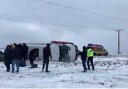 Accident CUMPLIT pe DN7! Trei victime și TRAFIC BLOCAT după ce un microbuz s-a răsturnat