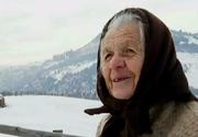 Singuri în munți, departe de cei pe care îi iubesc! Situația disperată a unor oameni care au rămas uitați de vreme în cătunele din Munții Apuseni