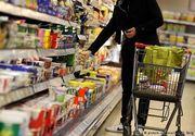 Românii își petrec sărbătorile la cumpărături. Magazinele sunt pline ochi