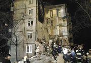 Trei morți, după ce un bloc s-a prăbușit. Explozia a avariat 48 de apartamente