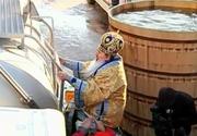 Imaginea zilei! Arhiepiscopul Teodosie, urcat pe cisterna cu apa sfinţită pentru Bobotează