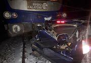 Mașină spulberată de tren, în localitatea Zimandu Nou. Șoferul a supraviețuit miraculos