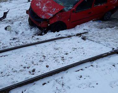 Accident grav. O mașină a fost spulberată de tren