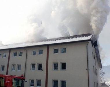 Incendiu violent la un azil de bătrâni din Suceava. A fost activat Planul Roșu de...