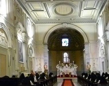 Un român beat a băgat spaima în italieni. A intrat în biserică și a început să strige...