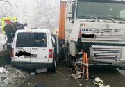 Accident devastator pe DN 7! Două TIR-uri și un autoturism s-au ciocnit violent! Sunt mai multe victime. Traficul pe Valea Oltului e blocat complet
