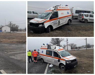Din salvatori au ajuns victime! O ambulanță a fost spulberată de un șofer neatent! E...