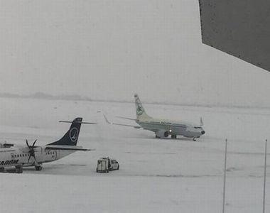 Cele mai mari aeroporturi din țară, paralizate de viscol! Avioanele au avut întârzieri...