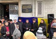 """Ziaristii profesionisti din Romania au """"blocat"""" o strada din centrul Capitalei pentru a celebra un secol de la înființarea UZPR / VIDEO"""