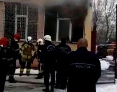 Incendiu puternic la o școală din București. Mai mulți copii au fost evacuați