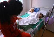 Mamele din România plătesc sume exorbitante pentru a sta în spital alături de copiii lor bolnavi! 5 zile în spital costă cât un sejur la munte!