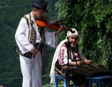 Doliu în lumea muzicii lăutărești! A murit Ileana Florea, singura femeie din Vrancea care mânuia țambalul cu măiestrie