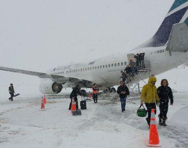 Zăpadă la sol, haos în aer. Aeroportul Otopeni, dat peste cap de întârzieri