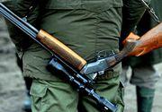Accident de vânătoare în Gorj. Un bărbat a ajuns la spital după ce a fost împuşcat accidental