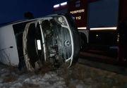 Accident CUMPLIT în Dolj, după ce un microbuz s-a răsturnat! Sunt patru victime
