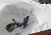 Dramă pentru locuitorii din nordul țării! Zăpada i-a blocat în curți. Oamenii sunt disperați
