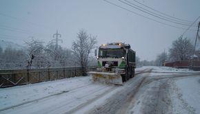 E prăpăd în această zonă a țării! Ninsorile au făcut ravagii! Drumuri închise și căderi masive de zăpadă! DEZASTRU