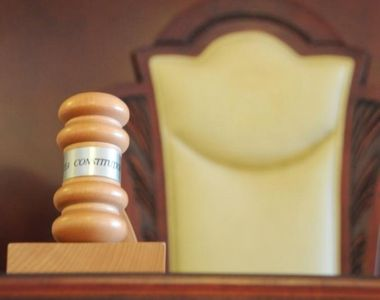 Curtea Constituţională a admis existenţa unui conflict juridic de natură...