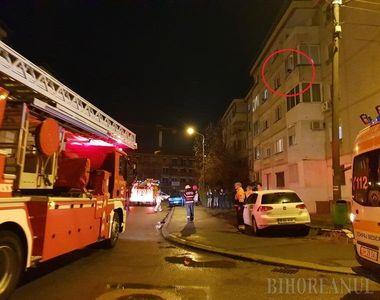 Pompierii bihoreni au salvat o adolescentă de la balconul unui apartament în care...