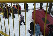 Un microbuz cu pasageri s-a izbit violent de un cap de pod în Bacău! O persoană a murit