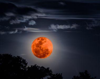 Spectacol pe cer! Luna Sângerie, în eclipsă totală