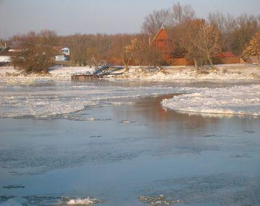 Te-ai întrebat vreodată cum arată Delta Dunării în perioada ierinii? Imagini...