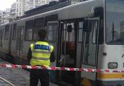 ȘOCANT! Doi oameni au ajuns cu picioarele amputate la spital, după ce au alunecat sub tramvai