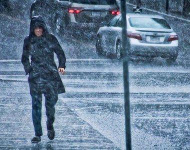 Ploi în toată țara sâmbătă. Vremea se va ameliora de duminică
