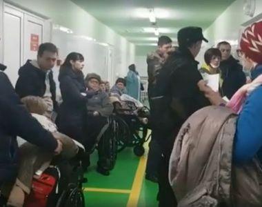 Zeci de persoane cu fracturi și traumatisme după ce au căzut din cauza poleiului din...